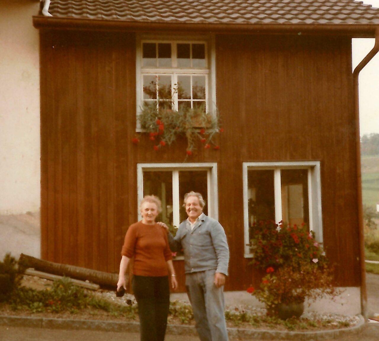5_1984_franz_und_berta_vor_werkstatt